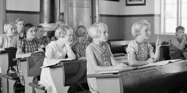 School class in classroom approx. 1930