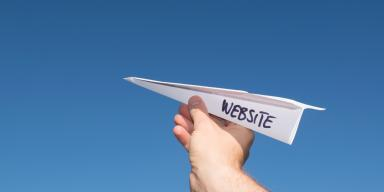 """Papirflyver med teksten """"Website"""""""