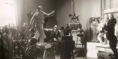 Carl Nielsen besøger Anne Marie (Carl) Nielsen i atelieret.