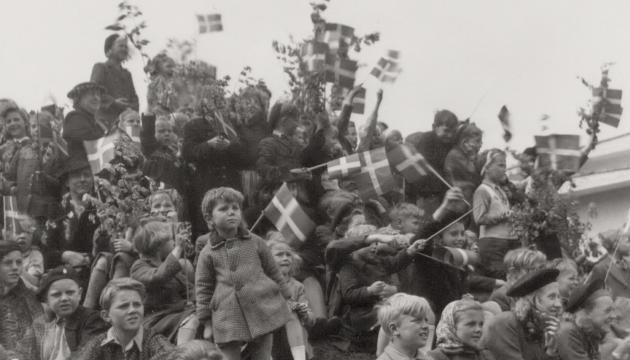 Children and young people celebrate the liberation of Denmark in 1945