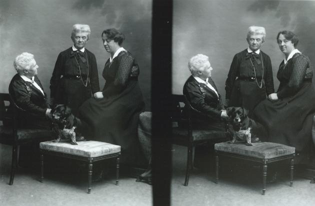 Malerne Marie Luplau og Emilie Mundt med deres adoptivdatter
