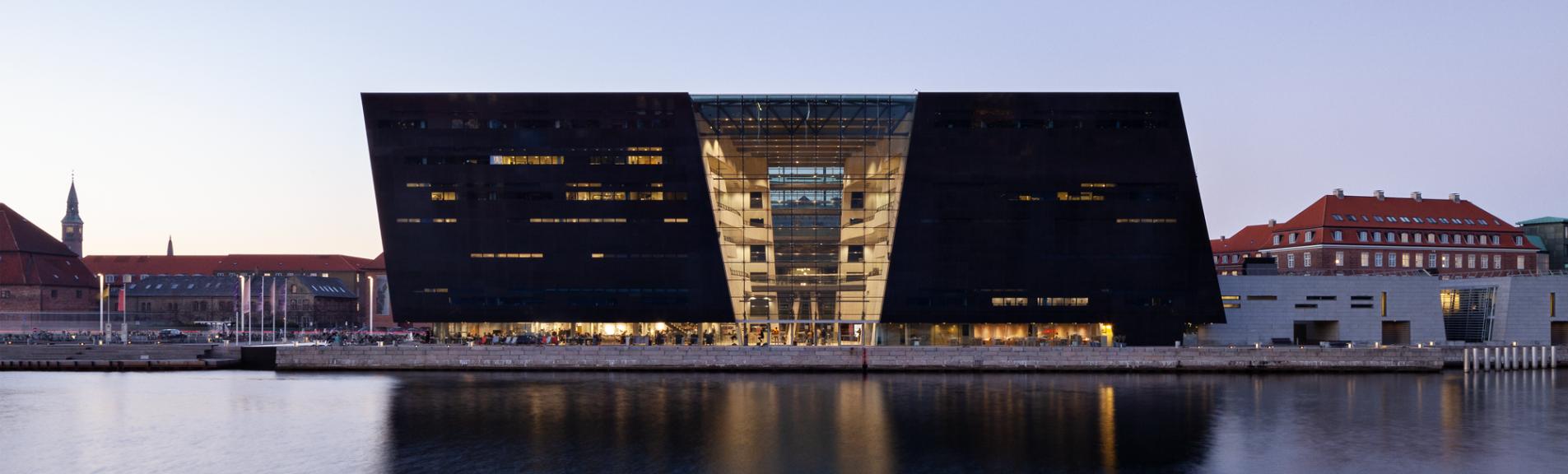 Den Sorte Diamant, København. Aftenbillede over kanalen